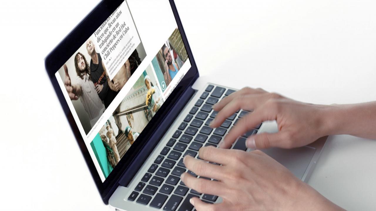 Periodista trabajando en la web de DIARIO DE CUBA.