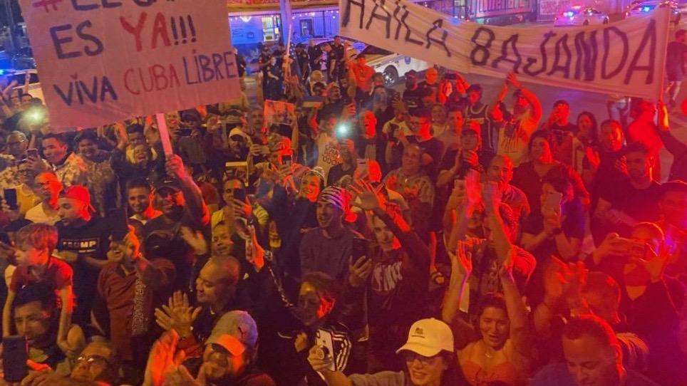 Manifestación de protesta contra la presentación de Haila Mompié en Miami.