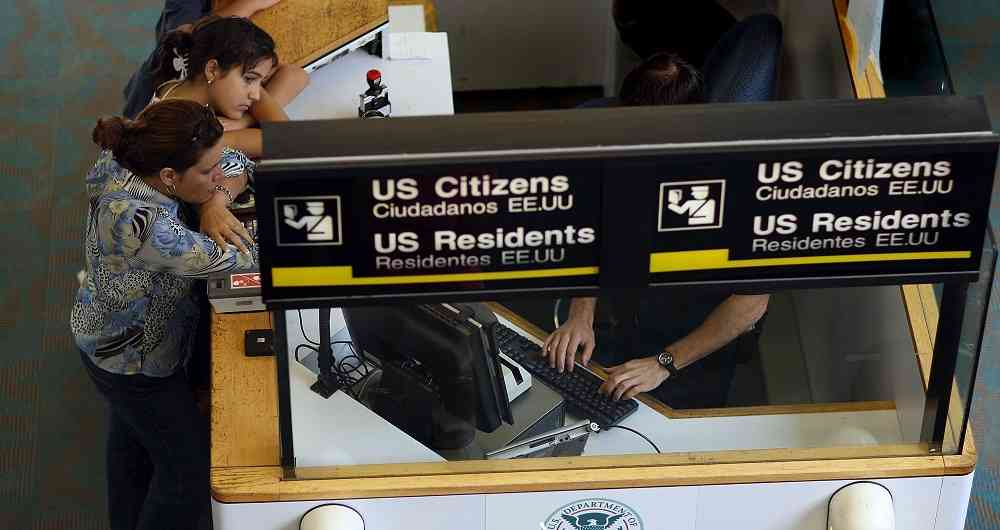 USCIS propone subir los costos de trámites migratorios