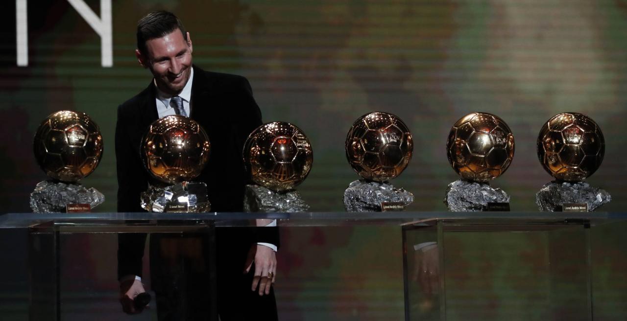 Lionel Messi junto a sus seis balones de oro.