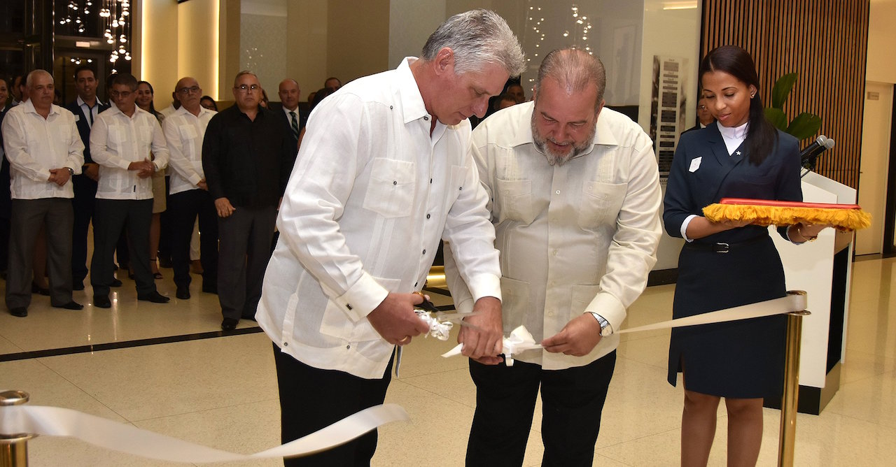 Manuel Marrero (center) inaugurating the luxurious Packard Hotel, run by the Cuban military, along with Díaz-Canel.