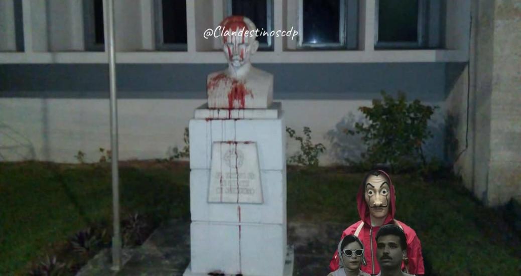 Busto de Martí presuntamente vandalizado por Clandestinos.
