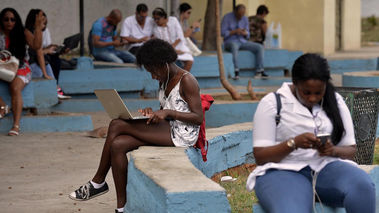ETECSA rebaja 30 centavos el Internet Nauta en Cuba