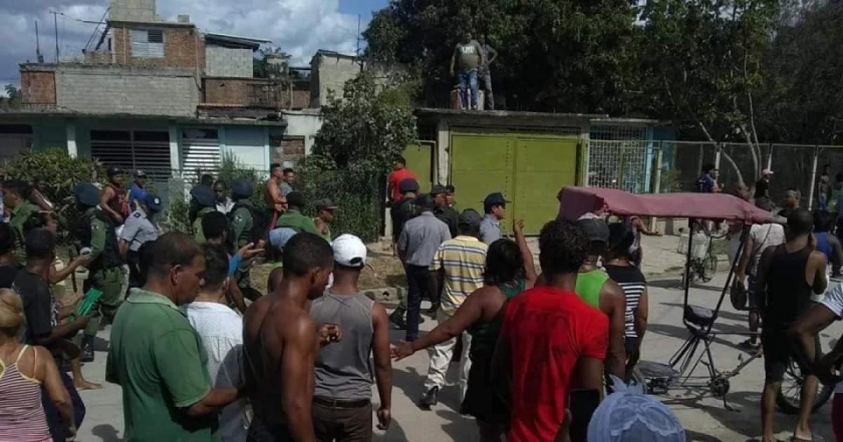 Enfrentamiento entre civiles y militares el pasado 9 de febrero, en el barrio Nuevo Vista Alegre de Santiago de Cuba.