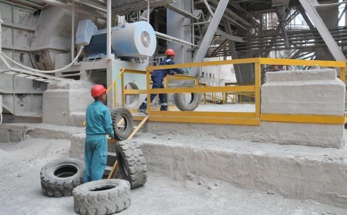 Trabajadores de la empresa Cementos Cienfuegos S.A.
