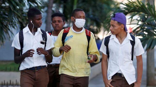 Cuba aísla a 32 mil turistas en hoteles por Covid-19