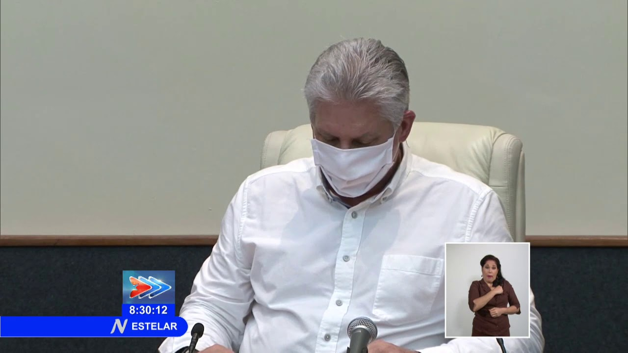 Miguel Díaz-Canel with a mask in an appearance on television.