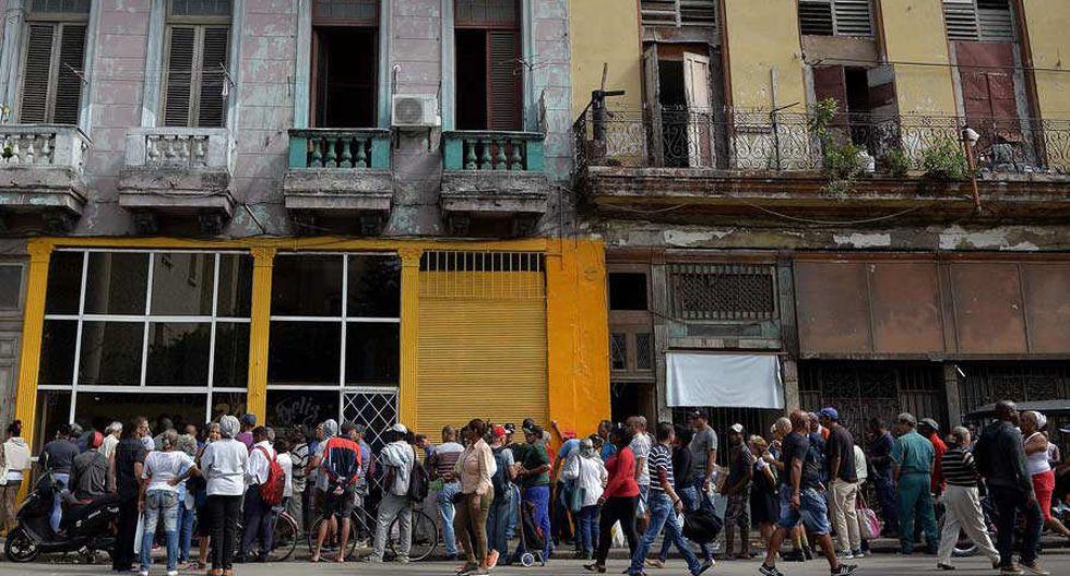 Cola en La Habana ante el desabastecimiento.