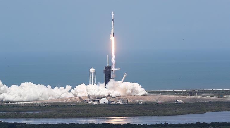 Histórico: Ingresan astronautas a la EEI tras viaje en el Crew Dragon