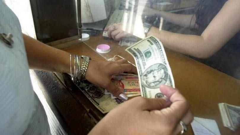 Cambio de dólares en Cuba.
