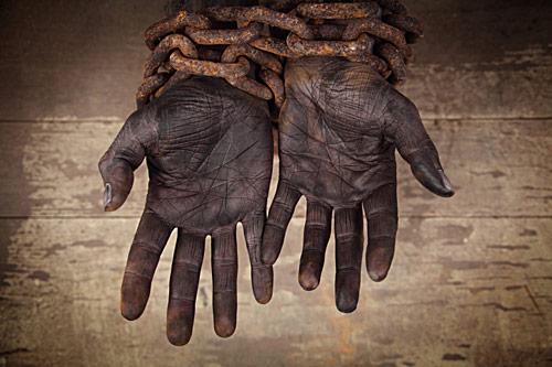 Manos de esclavo.