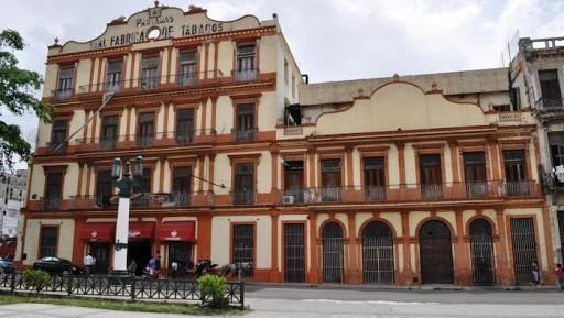 Edificio de la Real Fábrica de Tabacos Partagás.