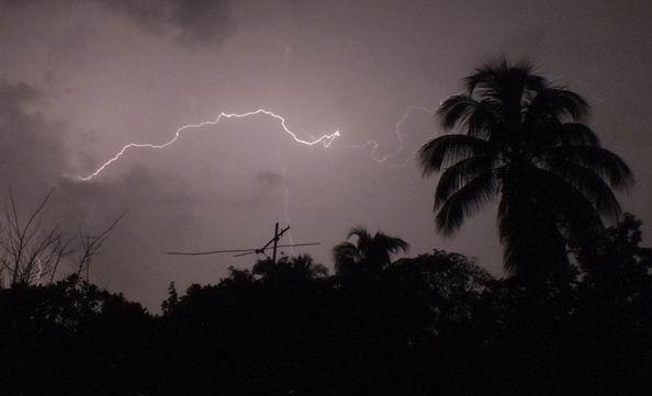 Camagüey: Descarga eléctrica en Florida dejó dos fallecidos y dos personas graves