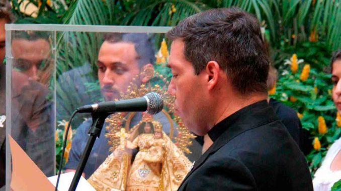 Jorge Luis Pérez Soto ofrece sus palabras a Juan Carlos Varela, presidente de la República de Panamá, en su visita al Arzobispado de La Habana en 2018.