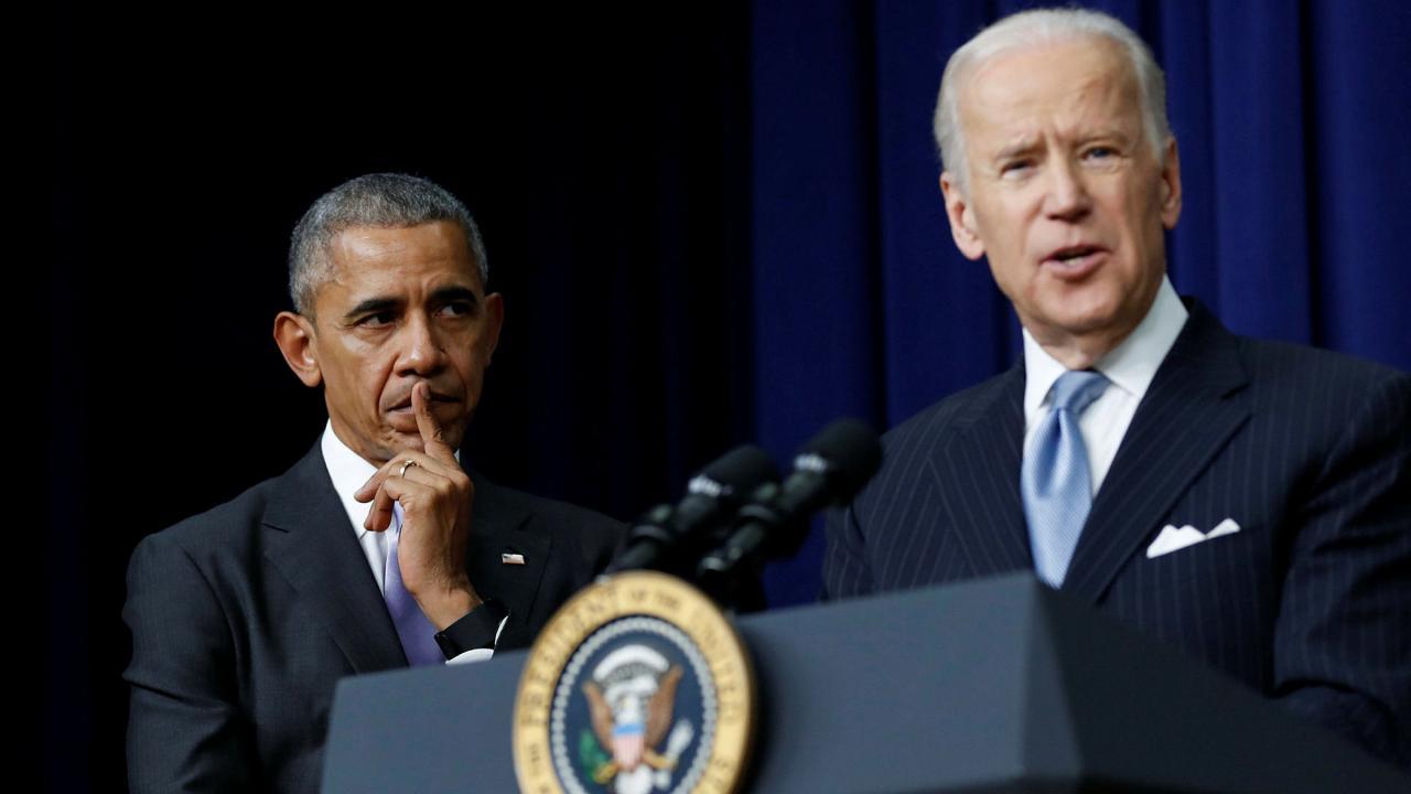 Joe Biden (der.), vicepresidente bajo la presidencia de Barack Obama, 2016.