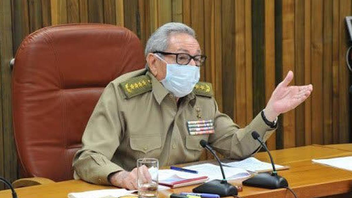 Raúl Castro en una toma del Noticiero Nacional de Televisión.