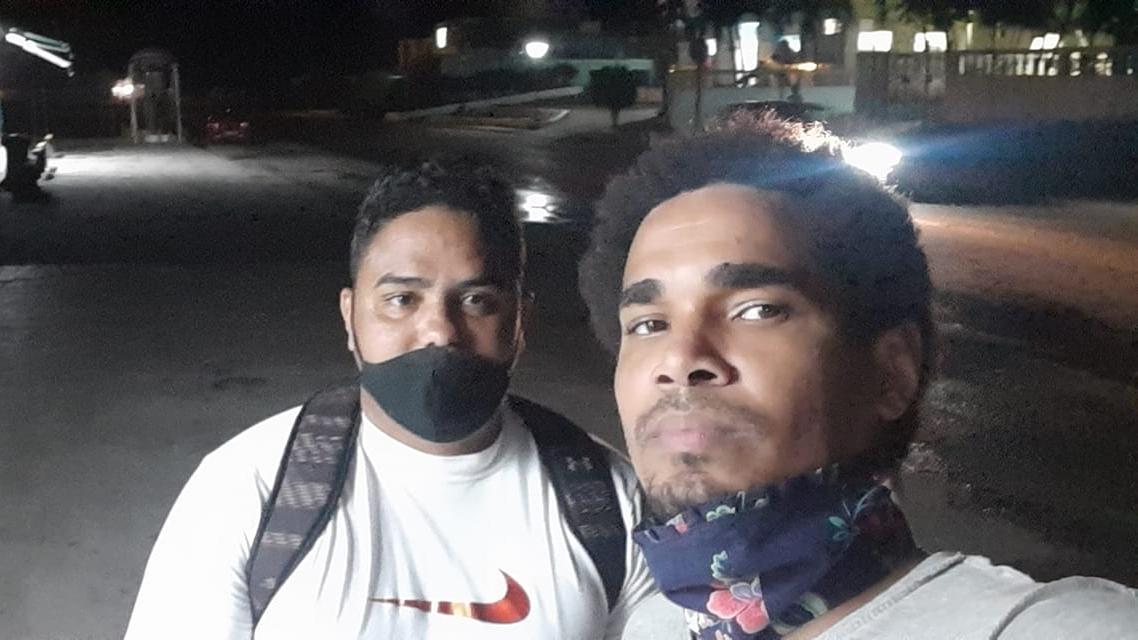 Los activistas Esteban Rodriquez y Luis Manuel Otero Alcántara tras ser liberados.