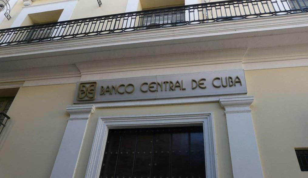 Los Cubanos Podran Convertir Los CUC depositados en dólares o euros, pero con restricciones