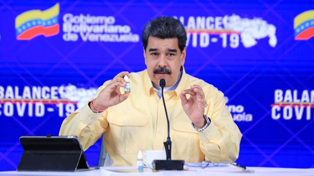 Presenta Maduro gotas 'milagrosas' contra COVID-19