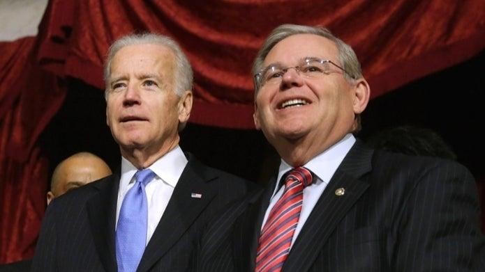 Joe Biden y Bob Menéndez, en una imagen de archivo.