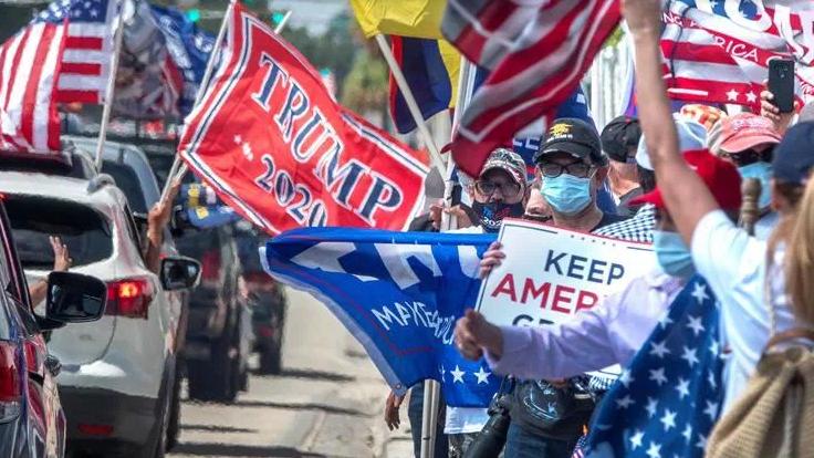 Cubanoamericanos se manifiestan en Florida en apoyo a Trump.