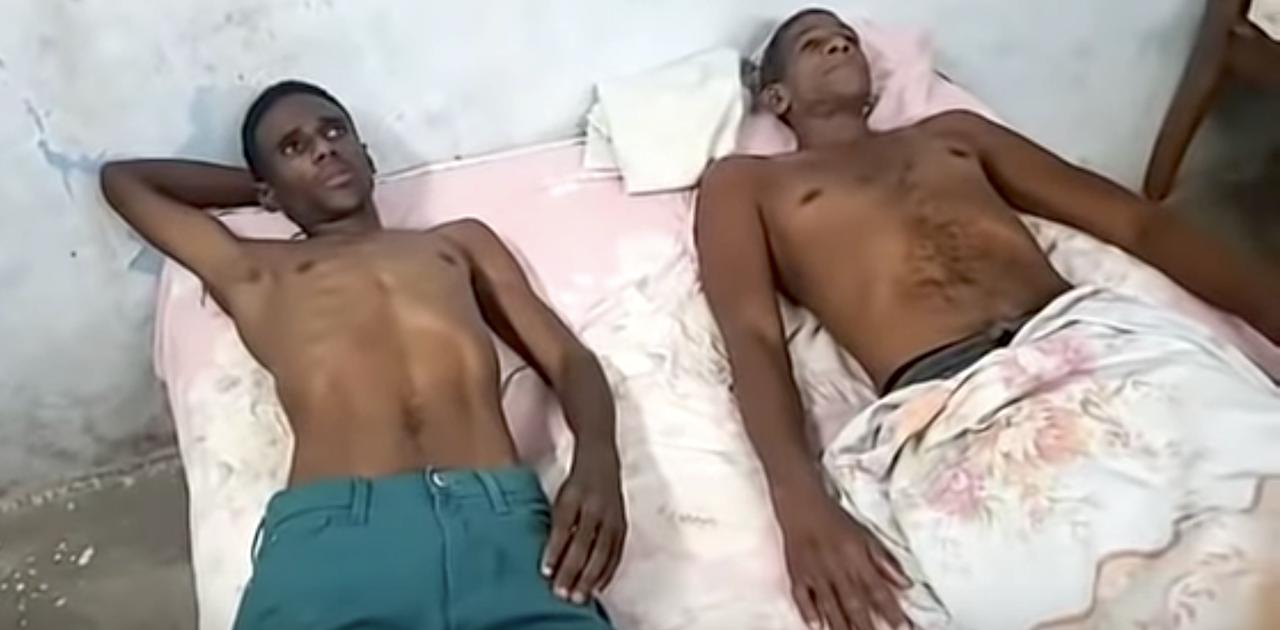 Dos activistas en huelga de hambre en la sede principal de la UNPACU en Santiago de Cuba.