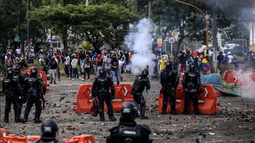 A la violencia policial en Colombia se suma la de civiles armados que  atacan a los manifestantes | DIARIO DE CUBA