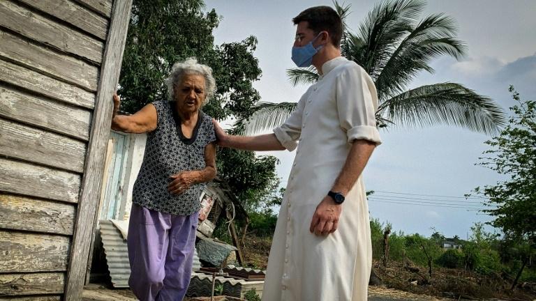 Comunidades cubanas reciben ayuda de sacerdotes católicos en medio de la crisis: 'se nota el cansancio y la angustia' | DIARIO DE CUBA
