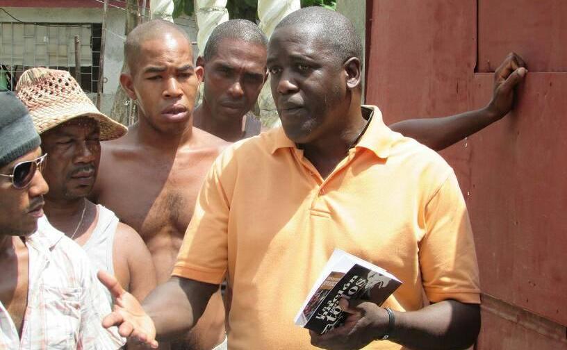 A la derecha Juan Antonio Madrazo Luna, coordinador del Comité Ciudadanos por la Integración Racial.