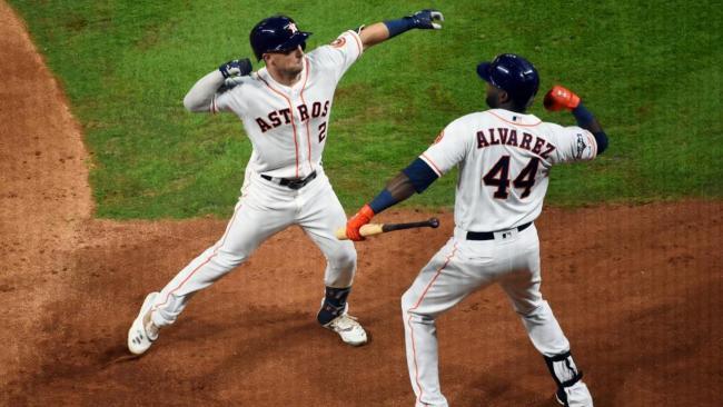 Alex Bregman y Yordan Álvarez. (MLB)