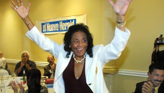 Bertha Díaz durante un homenaje en Miami.