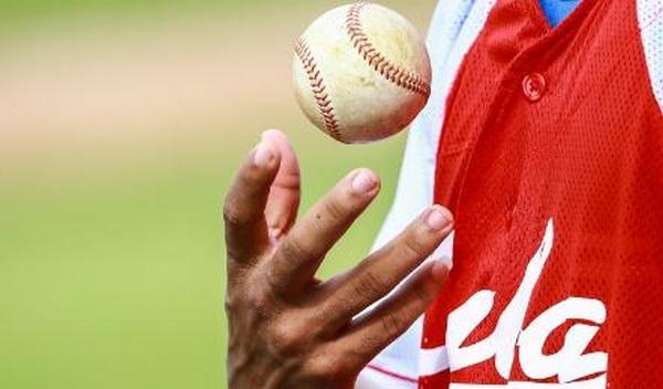 Un jugador con una pelota.