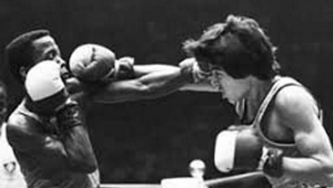 Jorge Hernández (der.) durante una pelea.