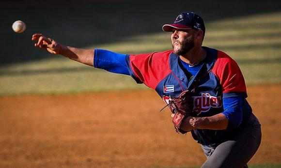 Lázaro Blanco, el pitcher ganador.
