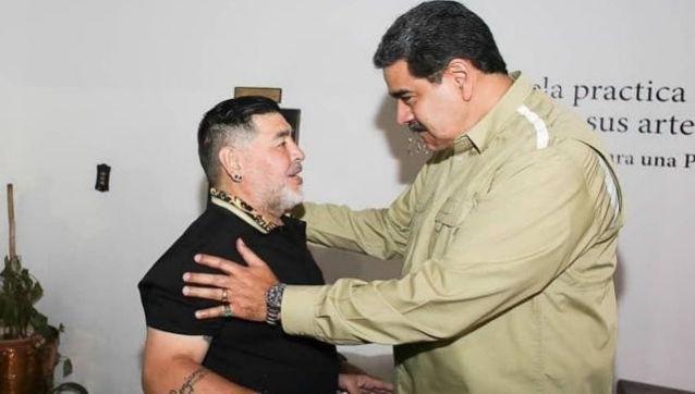 Diego Armando Maradona y Nicolás Maduro.