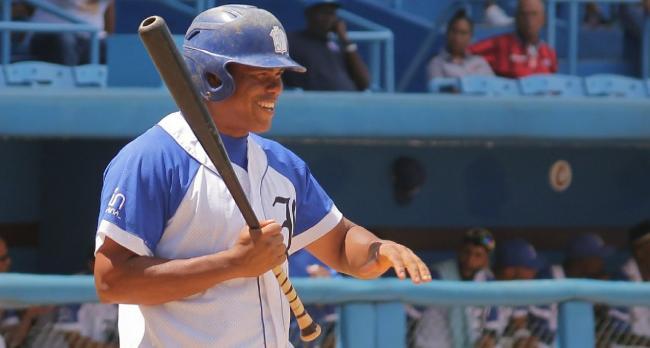 el pelotero cubano Yordanis Samón.