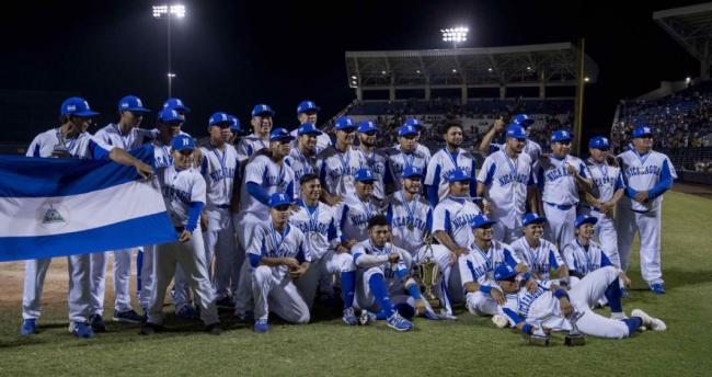 El equipo de Nicaragua celebra su triunfo.