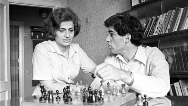 Gari Kaspárov y su madre, Clara.