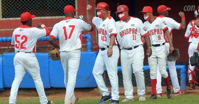 Miembros de equipo de Santiago de Cuba.
