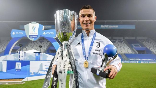 Cristiano Ronaldo, con la SuperCopa de Italia.