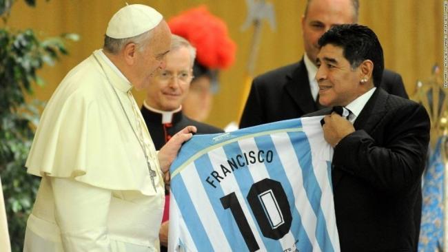 El papa Francisco y Maradona.